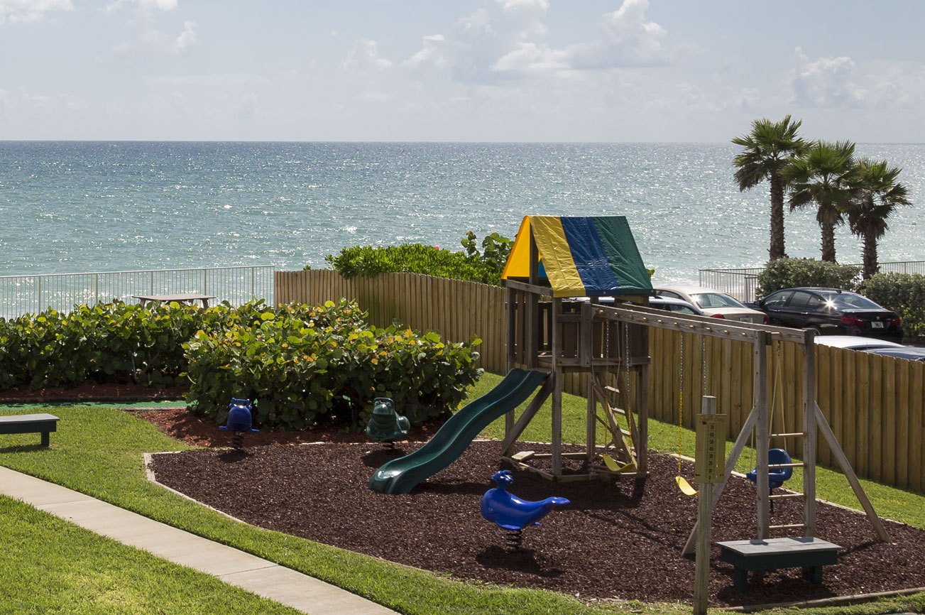 Reef_Ocean_Resort_playground_area